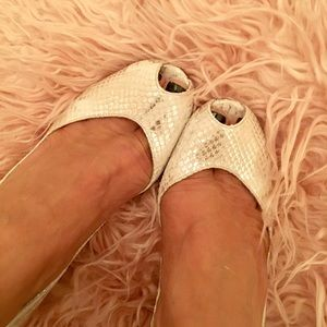 Brand new Kate spade made in Italy snakeskin pump